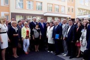 Янукович пообіцяв сільським дітям відновити справедливість