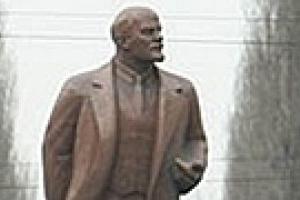 Вандалы повредили памятник Ленину в Киеве