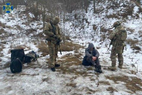 В Черновицкой, Харьковской и Сумской областях СБУ задержала дельцов, переправлявших нелегалов через границу