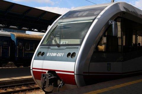 """""""Укрзализныця"""" разместит в поездах военизированную охрану и установит в вагонах сигнальные кнопки и видеокамеры"""