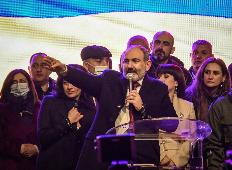 Пашинян виступає з промовою під час мітингу своїх прихильників в Єревані, 01 березня 2021 р