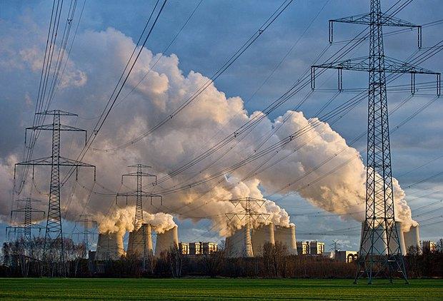 Электростанция, которая работает на угле, Йеншвальде, Германия