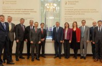 """НБУ розповів послам G7 і МВФ про ризики """"резонансних судових рішень"""""""