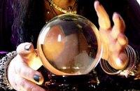 Рада запретила рекламу астрологов и гадалок