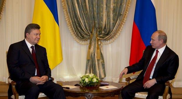 Всякий раз, когда Виктор Янукович едет в Москву, возникает опасение, что Украина капитулирует перед Москвой