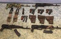 """МВС закликає громадян відмовитися від нелегальної зброї: """"Не зберігай - здавай!"""""""