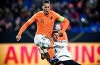 Герой матчу Ліги націй Німеччина-Нідерланди Ван Дейк втішив арбітра, у якого нещодавно померла мама