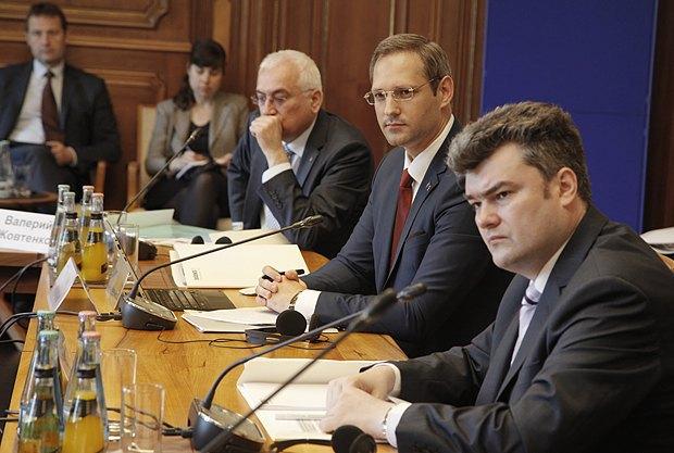 Георгий Балан (справа) и Виталий Игнатьев(рядом), представитель ПМР на встрече в Берлине