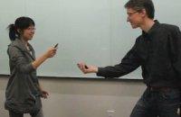 Пользователям смартфонов предложили фехтовать устройствами