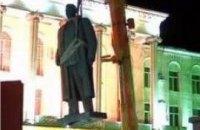 На родине Сталина снесли его памятник