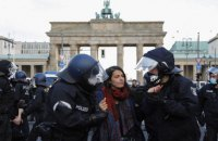 В Берлине полиция применила силу для разгона акций против ковидних ограничений