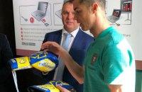 Ломаченко передал Роналду ценный подарок