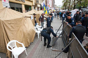 Киевская администрация подала в суд на палатки у Печерского суда