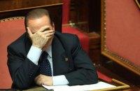 Напівоголена активістка Femen спробувала перешкодити Берлусконі проголосувати
