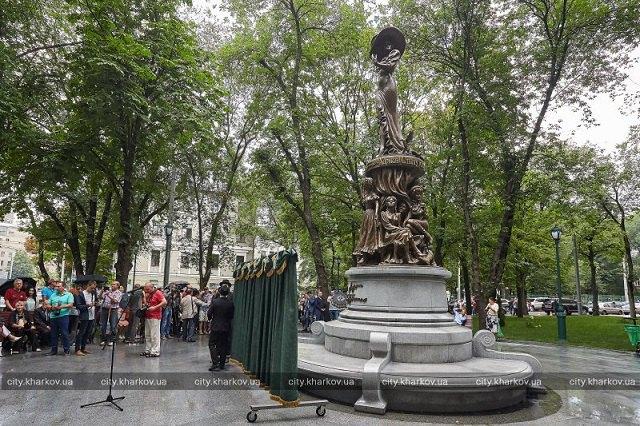 У Харкові відкрили пам'ятник Людмилі Гурченко (фото)