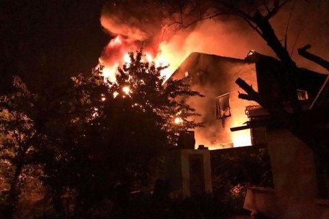Спасатели потушили пожар на складах с пластиком и картоном в Киеве