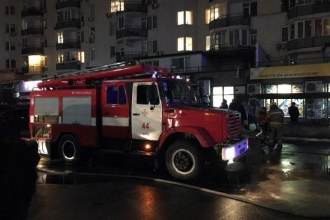 Киевские спасатели ночью трижды выезжали на пожары в автомобилях