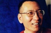 Смертельно больного нобелевского лауреата Лю Сяобо выпустили из китайской тюрьмы