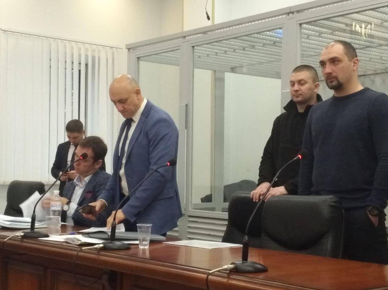 Справа наліво Сергій Тамтура, Олександр Маринченко, адвокати Варфоломеєв, Решко, Горошинський