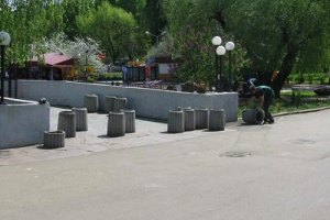"""Столичные власти отправили """"взрывоопасные урны"""" в спальные районы"""