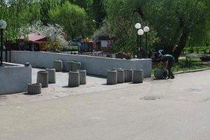 В Днепропетровске бетонные урны заменят металлическими