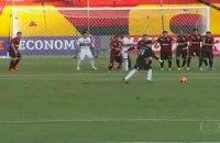 Сени никак не угомонится: бразильский вратарь забил свой 112-й гол