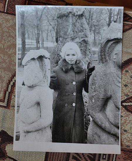 Скифские бабы раньше стояли на Десятинке рядом с музеем, а не только возле его стены
