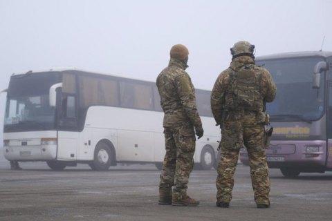 """Пятеро """"беркутовцев"""", обвиняемых в деле о расстреле Небесной сотни, находятся на КПВВ """"Майорск"""""""
