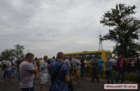 Водители фур заставили власти убрать с дороги на въезде в Николаев весы