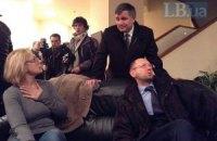 Тимошенко приземлится через 20 минут: ей приготовили каталку