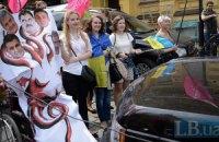 В Киеве прошла акция против застройки тротуаров