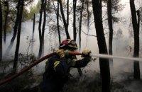 Тисячам людей довелося евакуюватися через лісові пожежі біля Афін