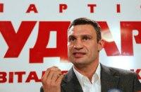 """Кличко призывает """"беспомощного"""" Попова уйти в отставку"""
