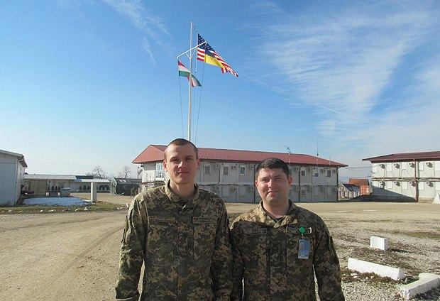 Капитан Михаил Новосад и капитан Владислав Сидоренко
