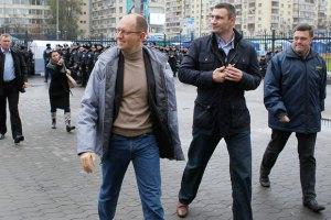Лидеры оппозиции просят людей неделю стоять под ЦИКом