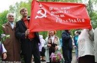 Суд снял запрет на красные флаги во Львове