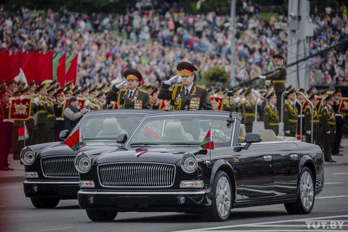 Те самые лимузины во время военного парада в Минске 3 июля 2017