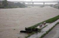У Японії повінь знесла будинки, загинула жінка