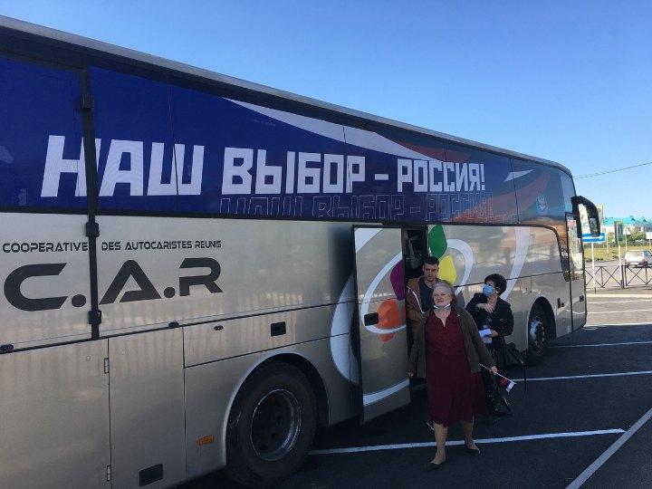 Жителів окупованих територій привезли голосувати до Росії