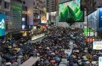 Поліція застосувала гумові кулі проти натовпу мітингувальників у Гонконгу (оновлено)