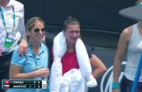 Якупович легла на корт и не смогла продолжить матч Australian Open из-за приступа кашля в связи с плохим воздухом