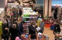 Киев впадает в панику: в супермаркетах выстроились очереди