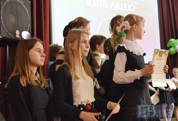 На праздничном концерте вручали грамоты в нескольких номинациях, одна из которых - Волонтерская работа