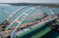 Росія почала укладати рейки на мосту через Керченську протоку з боку окупованого Криму