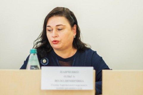 Главу Харьковского окружного админсуда, которая попалась на передаче взятки, отстранили от правосудия
