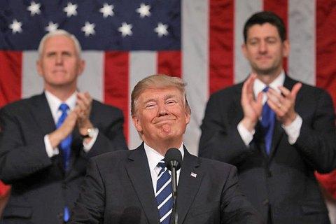 Трамп роздає свій номер мобільного світовим лідерам і просить зв'язуватися напряму
