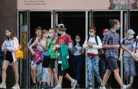 В Україні вперше з початку епідемії виявили понад 1800 випадків коронавірусу за добу