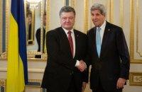 """Порошенко обсудил с Керри итоги саммита """"Восточного партнерства"""""""
