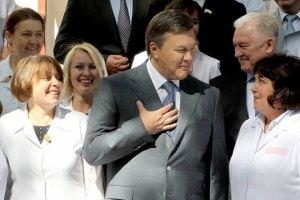 Янукович: в Госбюджете-2012 предусмотрены средства на повышение зарплаты медикам