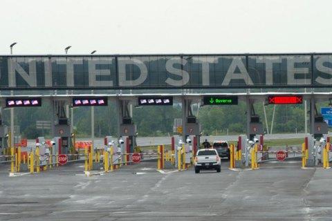 США в ноябре откроют наземные границы для вакцинированных путешественников, - AP